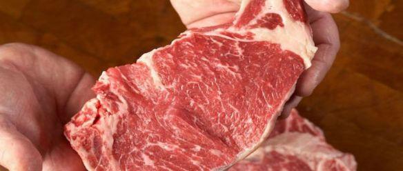 A Indústria da Carne usa o Químico Cola de Carne para Enganar os Consumidores a Comer Restos de Comida