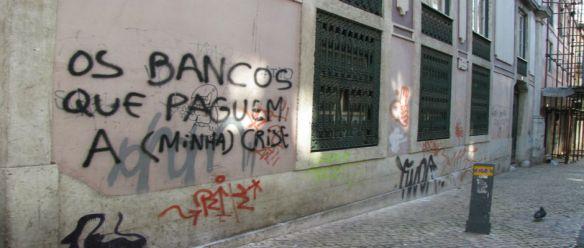 Bancos falidos; Teorias da Conspiração; População Revoltada e Desesperada