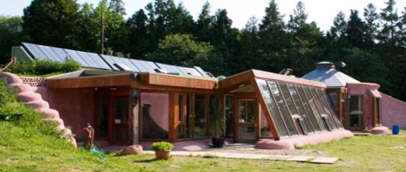 Como construir uma casa totalmente auto-sustentável - Documentário